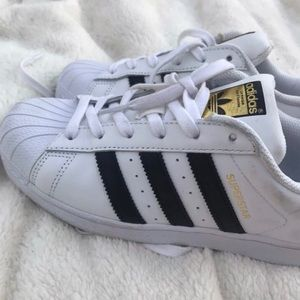 Adidas Superstar tennis shoes EUC